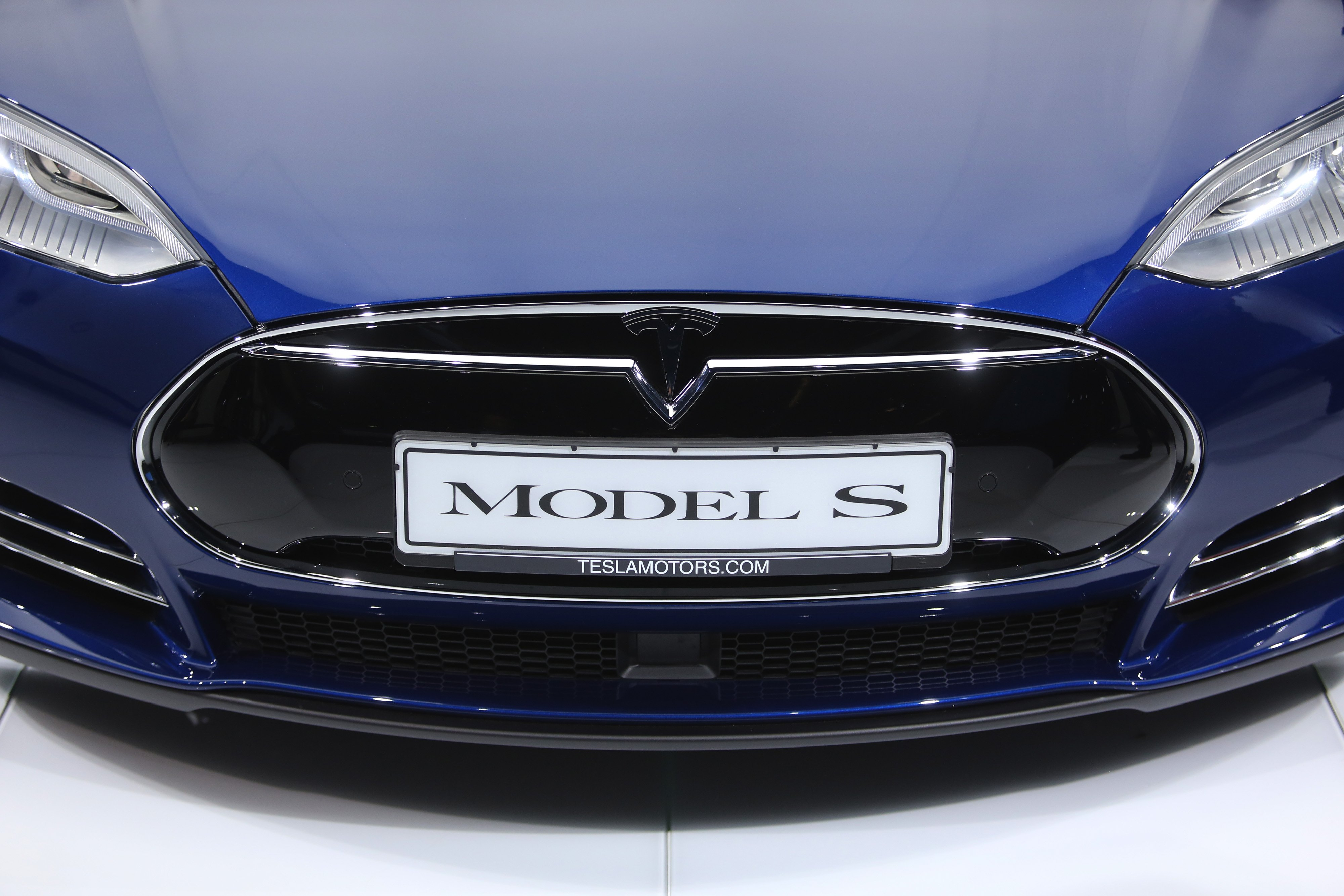 Azionario: Tesla ancora stenta in europa