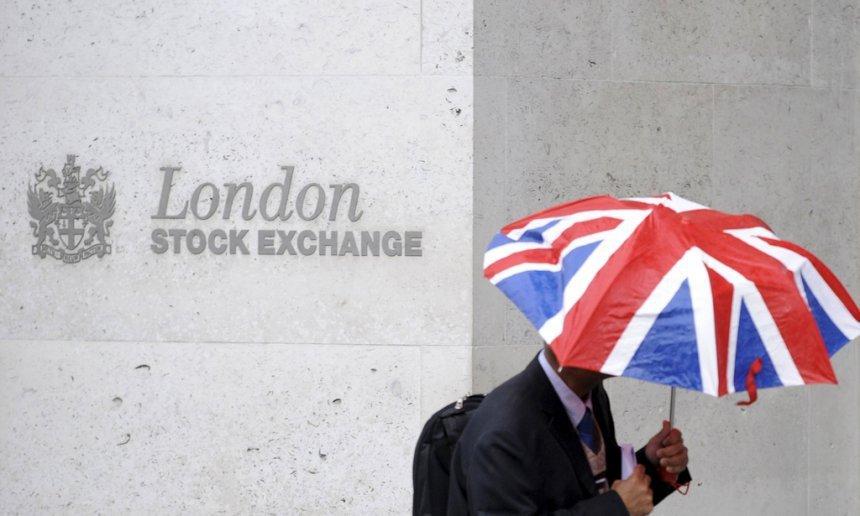 Brexit Crolla la sterlina