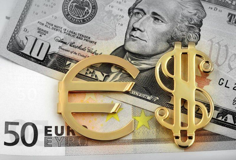 EUR/USD, coppia in calo