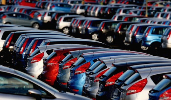 Mercato auto in crescita