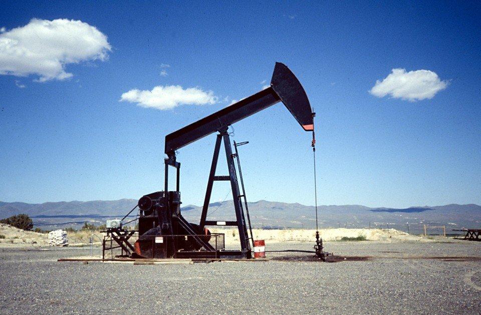Il prezzo del Petrolio oscilla