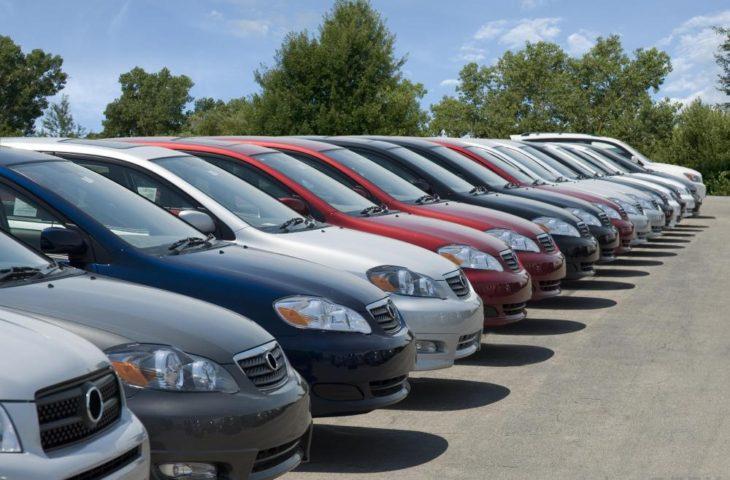 Mercato di vendita delle auto al ribasso