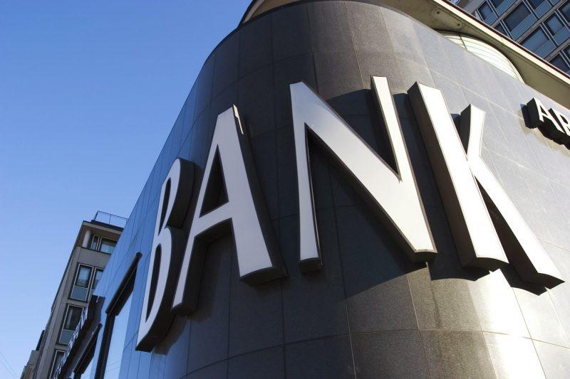 Vendite sui titoli bancari in aumento?