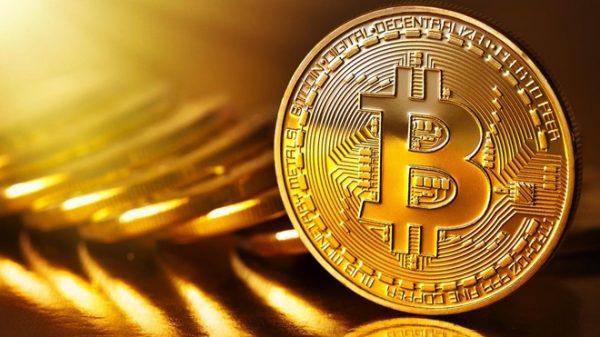 Aspettando la prossima mossa: Bitcoin si riprende dopo il crollo di $ 2.000