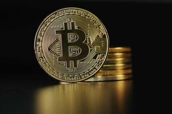 Il prezzo del bitcoin subisce il crollo più grande a dicembre: cosa è successo?