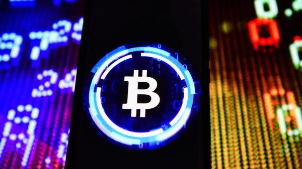 Bitcoin scende oltre il 10%