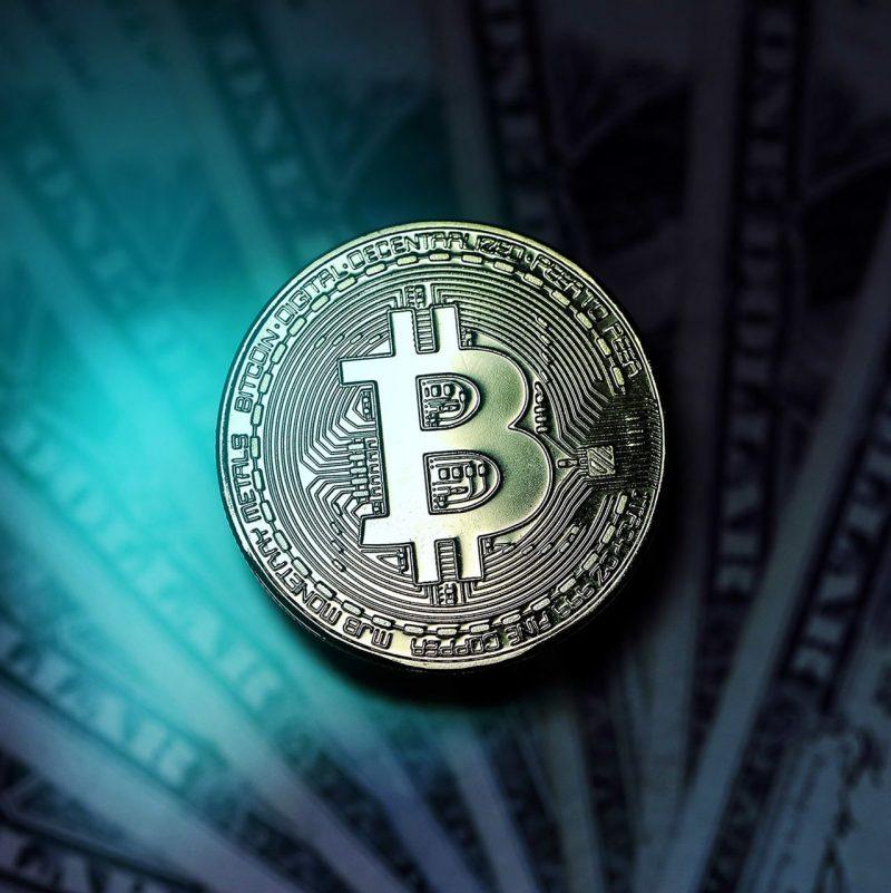 Grayscale acquista Bitcoin dopo il nuovo calo, mentre Black Rock si prepara a investire in futures BTC