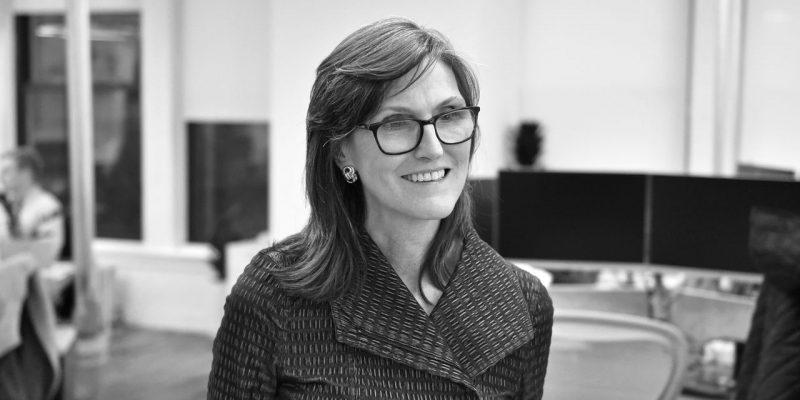 """Cathie Wood, CEO di ARK Invest, è """" molto positiva su Bitcoin, molto felice di vedere una sana correzione """""""