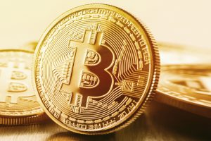 Bitcoin scende a $ 36,570 mentre il governatore della Banca del Giappone si unisce ai banchieri centrali per aver criticato BTC