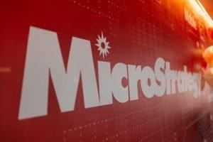 MicroStrategy aggiunge $242 milioni di Bitcoin alla scorta