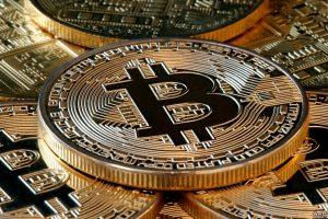 Bitcoin recupera $ 1 trilioni di capitalizzazione di mercato, BTC balza del 10%