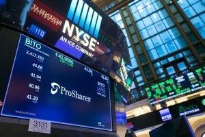 ProShares Bitcoin ETF registra volumi di trading record al debutto, il prezzo di BTC supera $ 64.000